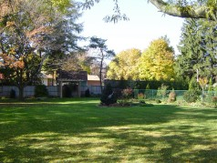 Huge fully fenced backyard with Arbour