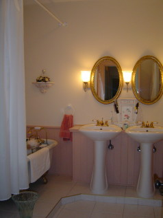 5 pc bath with 2 pedestal sinks